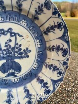A Nice Antique Chinese Kangxi (1662-1722) Plate w Rare Flower Pattern