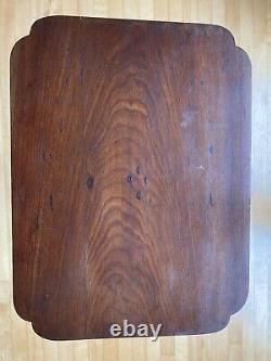 A RARE 18TH C CENTURY EARLY AMERICAN New England CANDLESTAND IN CHERRY NICE