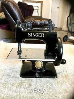 Nice Rare Antique Vintage Singer 20 Sewhandy Toy Small Child Sewing Machine Gift