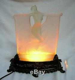 R. Lalique C. 1925 Suzanne Opalescent Glass Figurine Signed Very Rare -nice