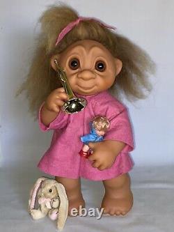 Rare Vintage 1979 Thomas DAM 17 TROLL #806 A/O Little Girl LIVVY w Toys NICE
