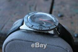 Rare Vintage Waltham Diver watch 17 jewels For parts or repair Looks nice