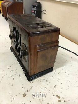 Rare and Unique Model 172 Crosley Antique Working Radio, Burl Wood, Nice Bezels